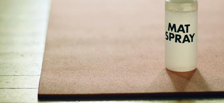 Rutschfeste Yogamatte reinigen